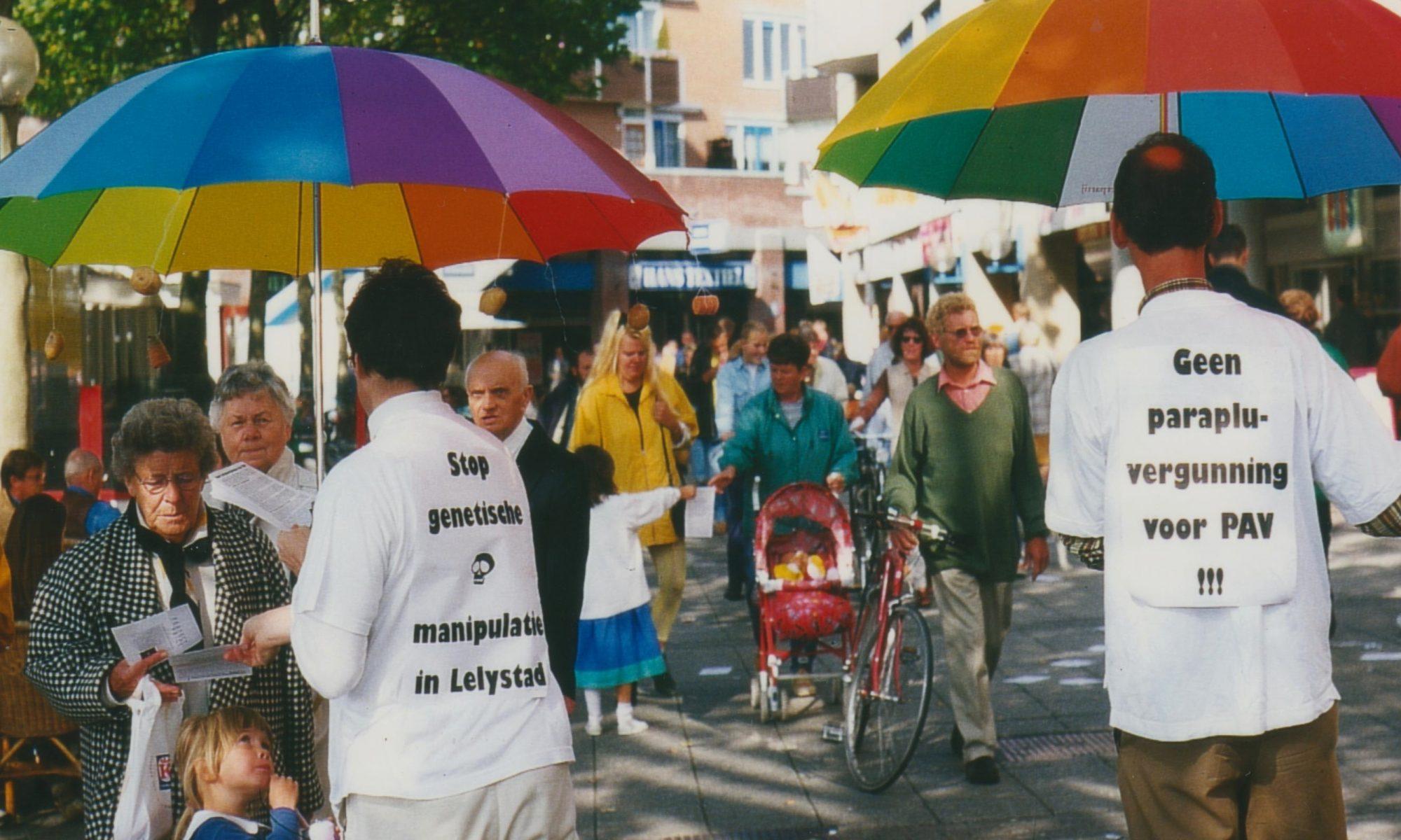 Demonstratie Natuurwetpartij tegen parapluvergunning gentech proefvelden de PAV