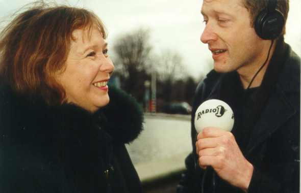 Interview Wieteke van Dort bij demonstratie tegen gentech, Congresgebouw, Den Haag, 20-01-2000