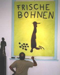 Frans Verburg voor zijn schilderij Frische Bohnen