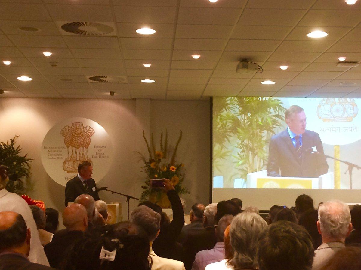 Ayurveda congres Leiden 3 sept. toespraak minister Bruins. Foto Tweet Mahesvar